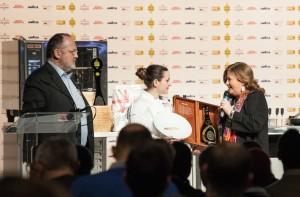 Cristina Ziliani premia Caterina Ceraudo